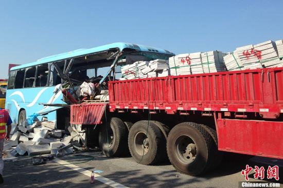 安徽追尾致10人死亡大巴所属公司存在多项违规