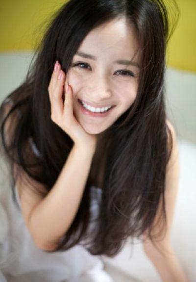 杨幂是个乍一看很漂亮的女生
