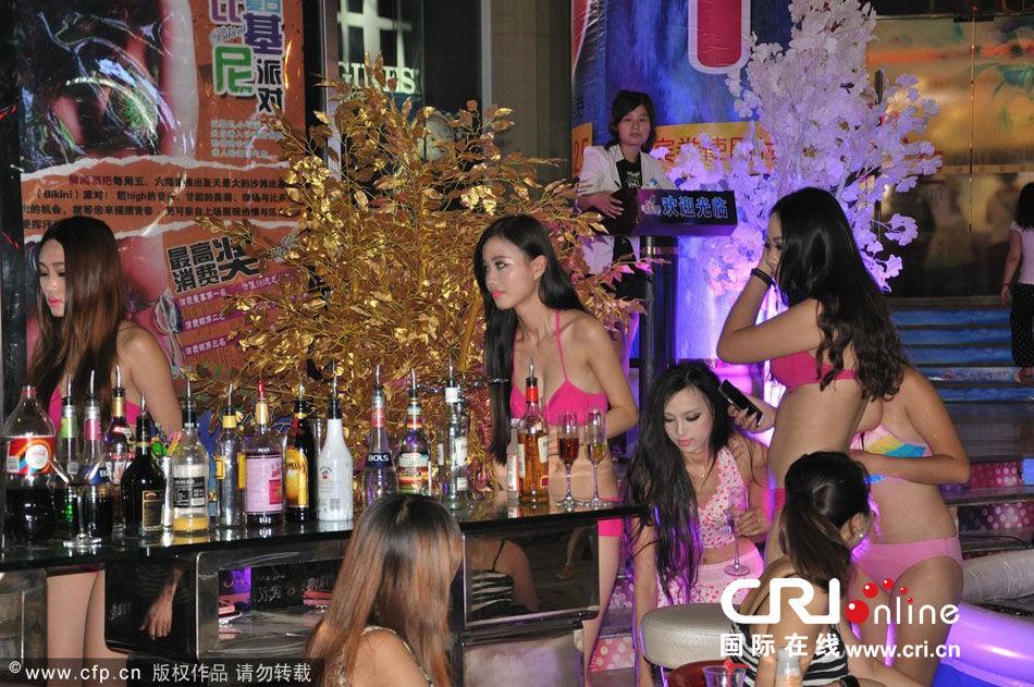 比基尼美女武汉街头斗艳为酒吧派对吸睛高清