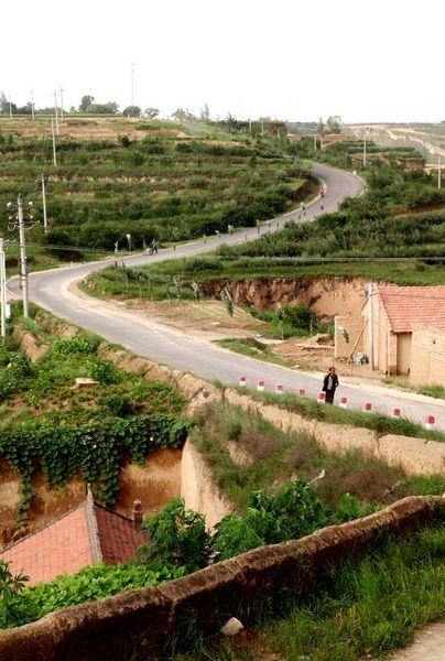 彭阳乡村公路建设力度大