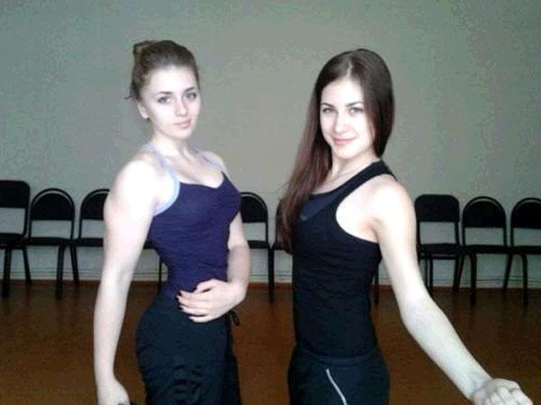 最萌女汉子俄罗斯17岁美女朱莉娅文斯和朋友合影