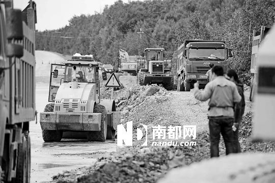 飞机场路口段短暂通车后又被洪水没过,导致黑龙江抚远县公路对外交通