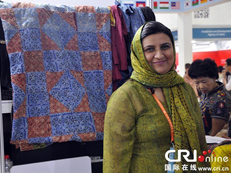 中国 亚欧博览会上忙碌的 巴基斯坦商人 高清组