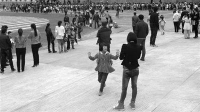 抚远刀具围困中小学正常开学_资讯频道_凤凰洪水小学生图片