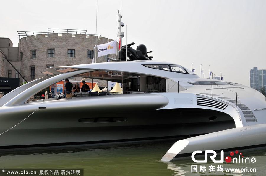 """被誉为""""全球最惊艳的超级游艇"""",造型酷似飞船。图片来源:高殿华/CFP"""
