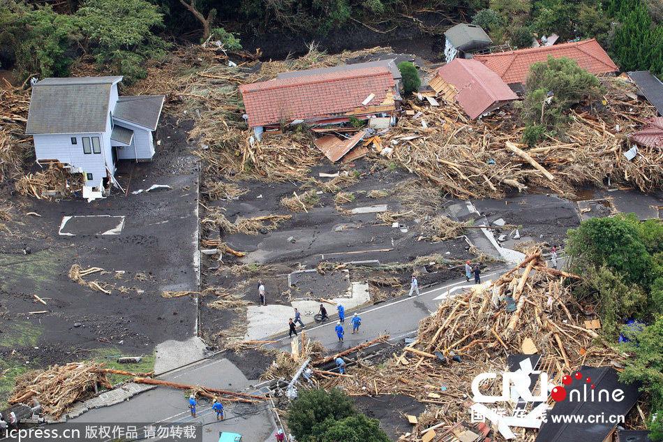 日本遭强台风