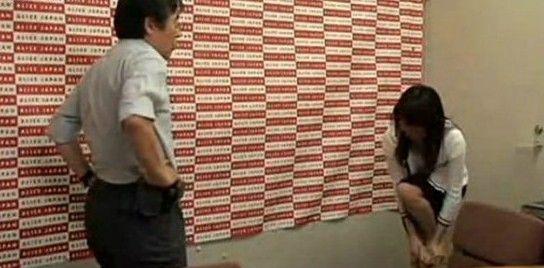 有没有日本的舔脚的AV_揭秘日本面试av女优过程