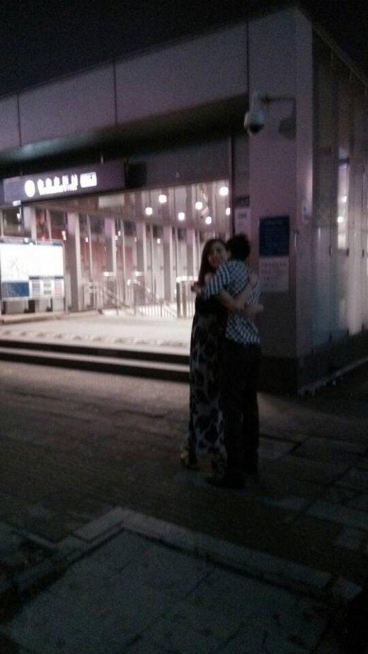 泷泽萝拉深夜现身地铁遭强抱 疑为新片上线宣传
