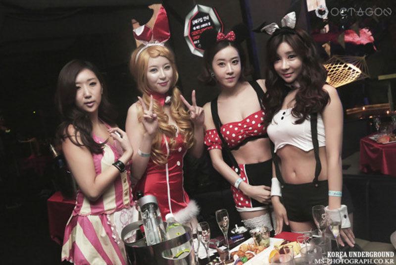 韩国女生夜店玩角色扮演