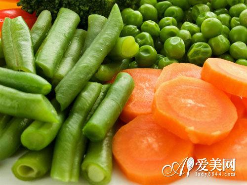 胡萝卜与萝卜混合做成泥酱