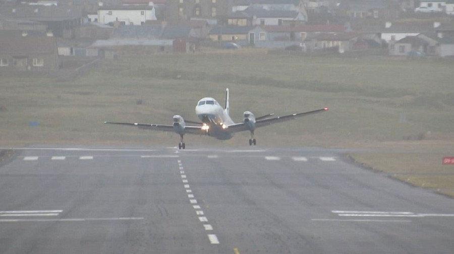 着起飞的飞机
