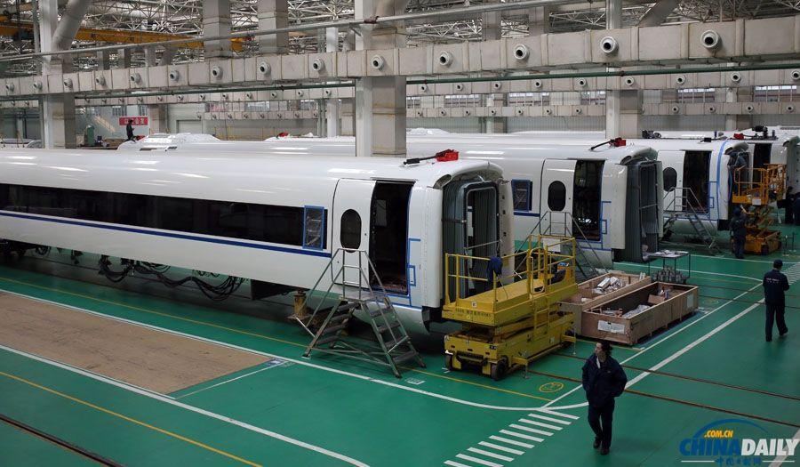 中国北车组织体验磁悬浮列车