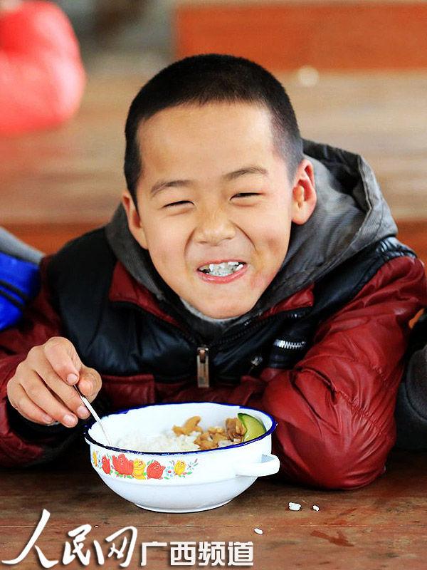 柳州千所年级中小学开设免费午餐v年级农村超亿作文资金六小学生