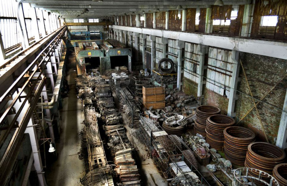 废物利用:尽管已经荒废,但这座坦克修配厂至今还未正式关闭,许多机械设备偶尔也会用于修理现代坦克。