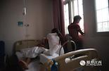 杨玉星的全家都是务农为生,现在正是农忙时节,家里没人干活收稻子,加上高额的医疗费,他们正在考虑过两天就把杨玉星接回家出院。