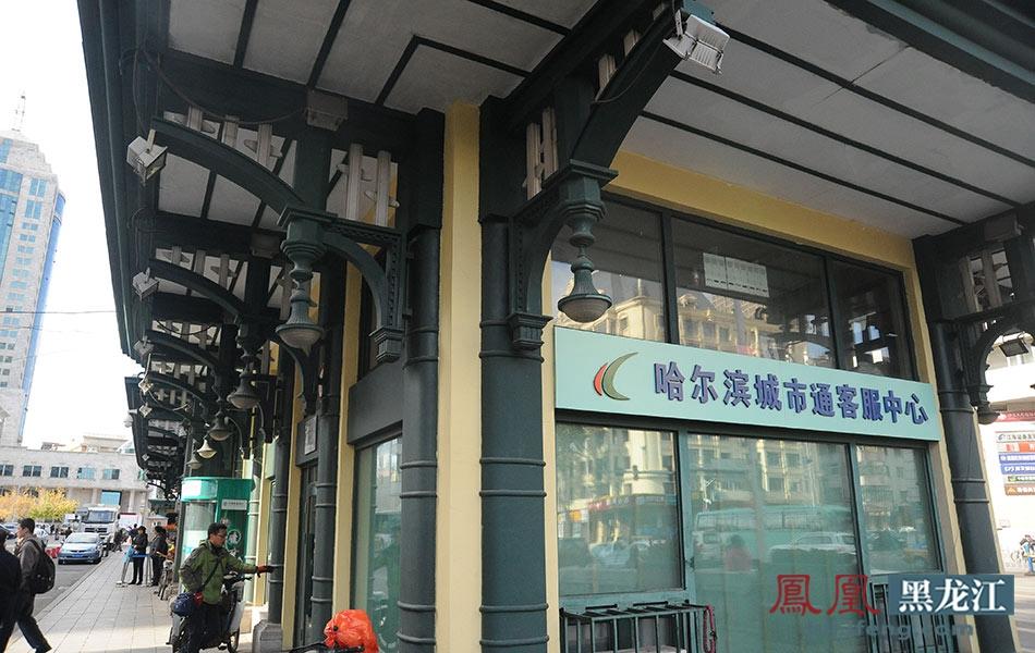 造型优美的欧式建筑展现着哈尔滨文化的特色,事实上,精致的公交站台