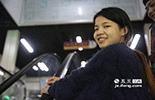 小倩今年刚刚20岁,学习的是会计专业,学校毕业后,来这个恐怖鬼屋工作才一周多的时间。