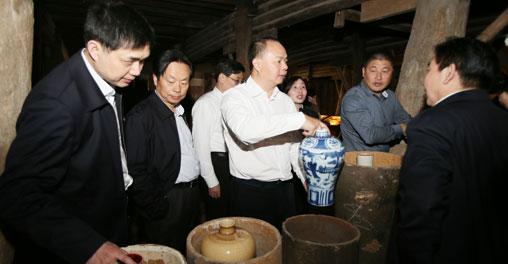 湖南党政代表团在赣第二天:景德镇学制瓷