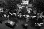 来自人民银行南昌中心支行的数据显示,江西省2014年居民个人储蓄存款达2.4万亿元,而老百姓每一项消费、理财都离不开银行系统的支持。在银行营业厅内,每天都上演着一出出与钱相关的故事。中国银行江西省分行营业部,位于南昌市老福山立交旁,是南昌市乃至全省金融业务最多、外汇业务最全的金融机构之一。