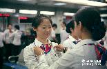 """大堂经理是银行营业厅的灵魂,也是众多客户心中的""""女神"""",几乎所有问题在她面前都能迎刃而解。郗昉,2006年加入中国银行的明星级大堂经理,她见证着营业厅里每天发生的""""大城小事""""……"""