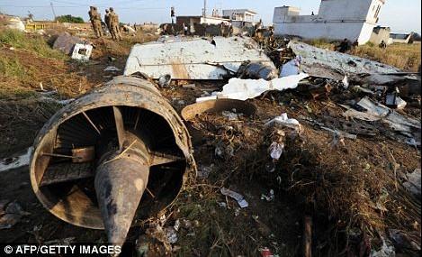 巴基斯坦客机坠毁现场