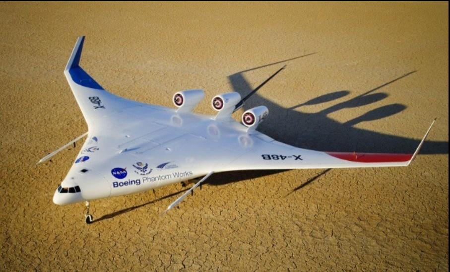 X-48B采用了三台发动机布局和翼尖配备了小翼
