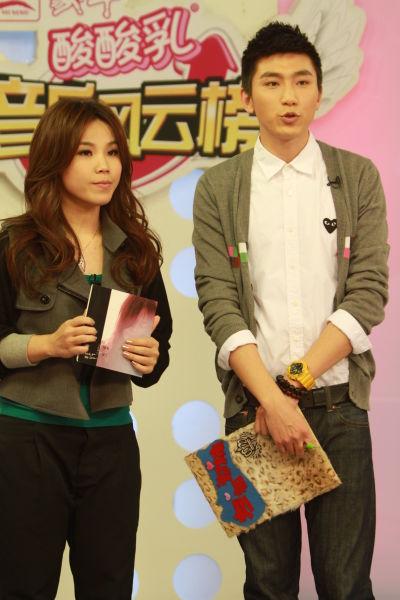 李佳薇担任网络榜揭榜嘉宾