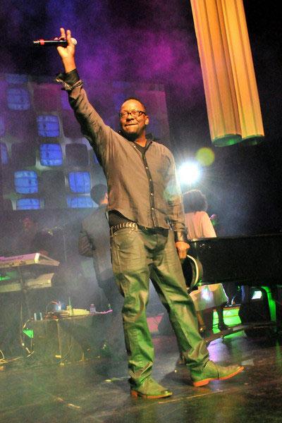据美国媒体报道,R&B男歌手Bobby Brown(波比-布朗)将于下月发行十五年来的首张个人专辑。