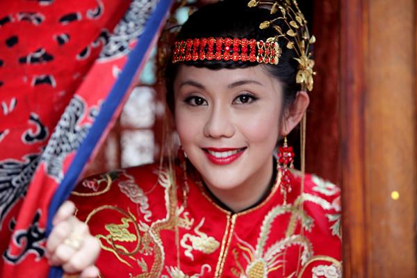 ...新娘》正在安徽卫视每晚三集联播,该剧由曾 执导过《哑巴新娘...