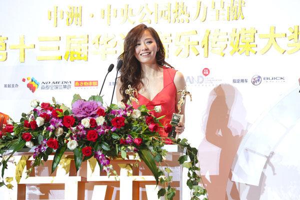 """张靓颖斩获""""最受欢迎女歌手""""与""""年度最受瞩目女歌手""""两奖"""