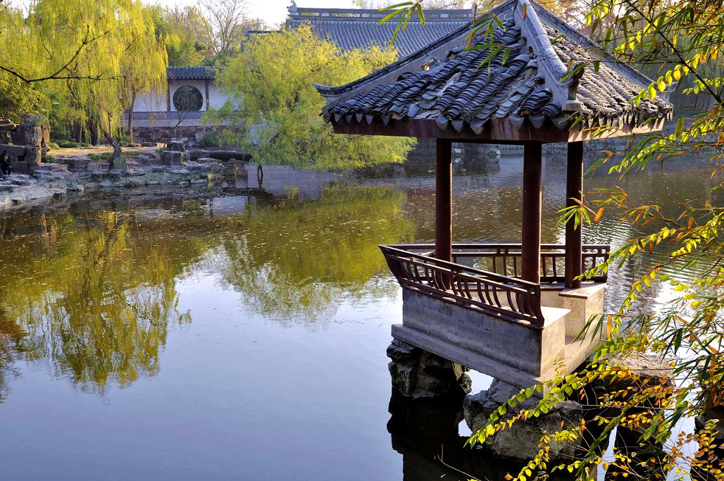 人文 > 正文   水绘园位于江苏如皋县城东北隅,始建于明朝万历年间,是