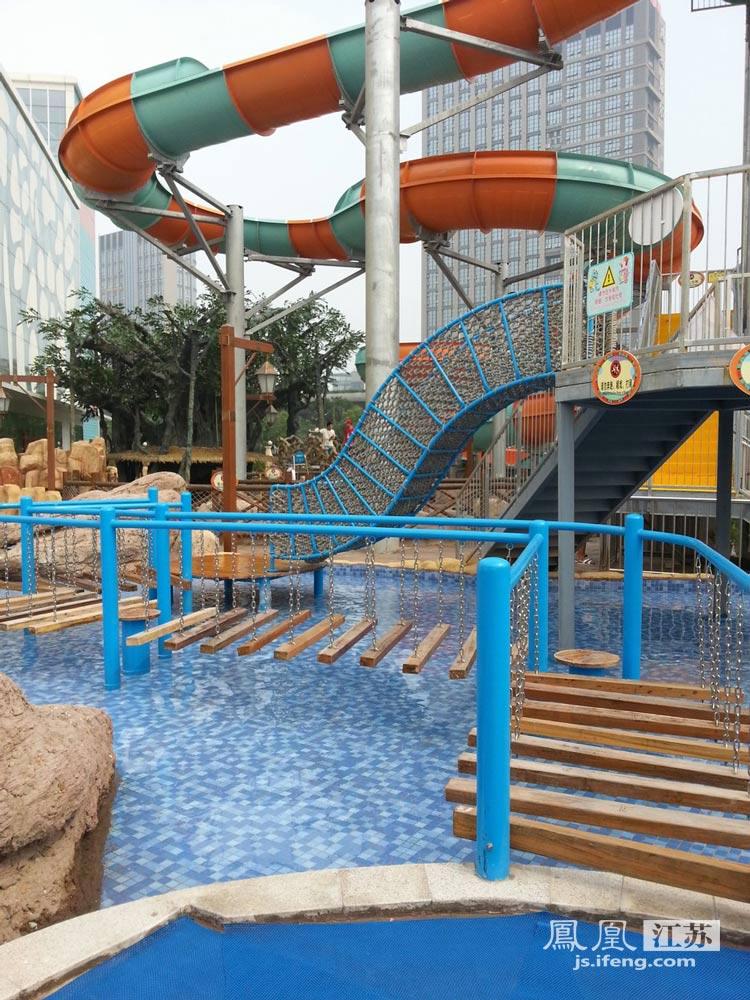 南通水上乐园是国内首家室内恒温恒湿水上游乐园,地处南通探险王国