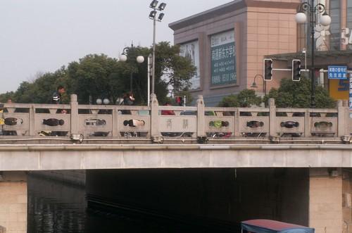 南通长桥繁华似锦 南通长桥又名中远桥,乃小城最有名的桥,位于南大街