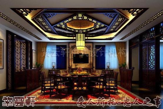 中式辦公室裝修的接待室,設計格局和傳統文化一樣,紅木的圈椅,墻上的