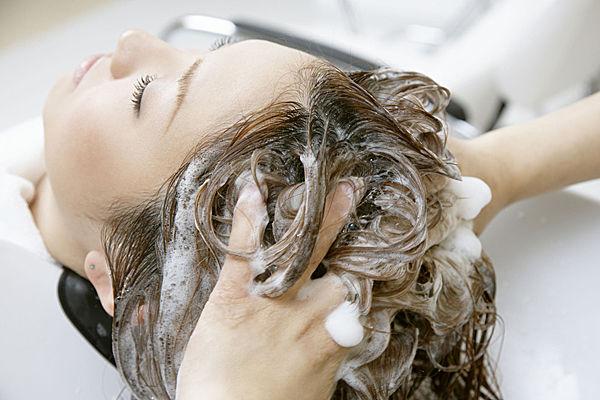 来月经能不能洗头_谣言第20期:经期不能洗头?