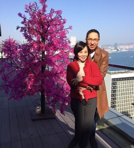 夫妻三人行照片_张国荣旧爱庆结婚22周年 晒夫妻恩爱照(图) 张国荣 微博_凤凰娱乐
