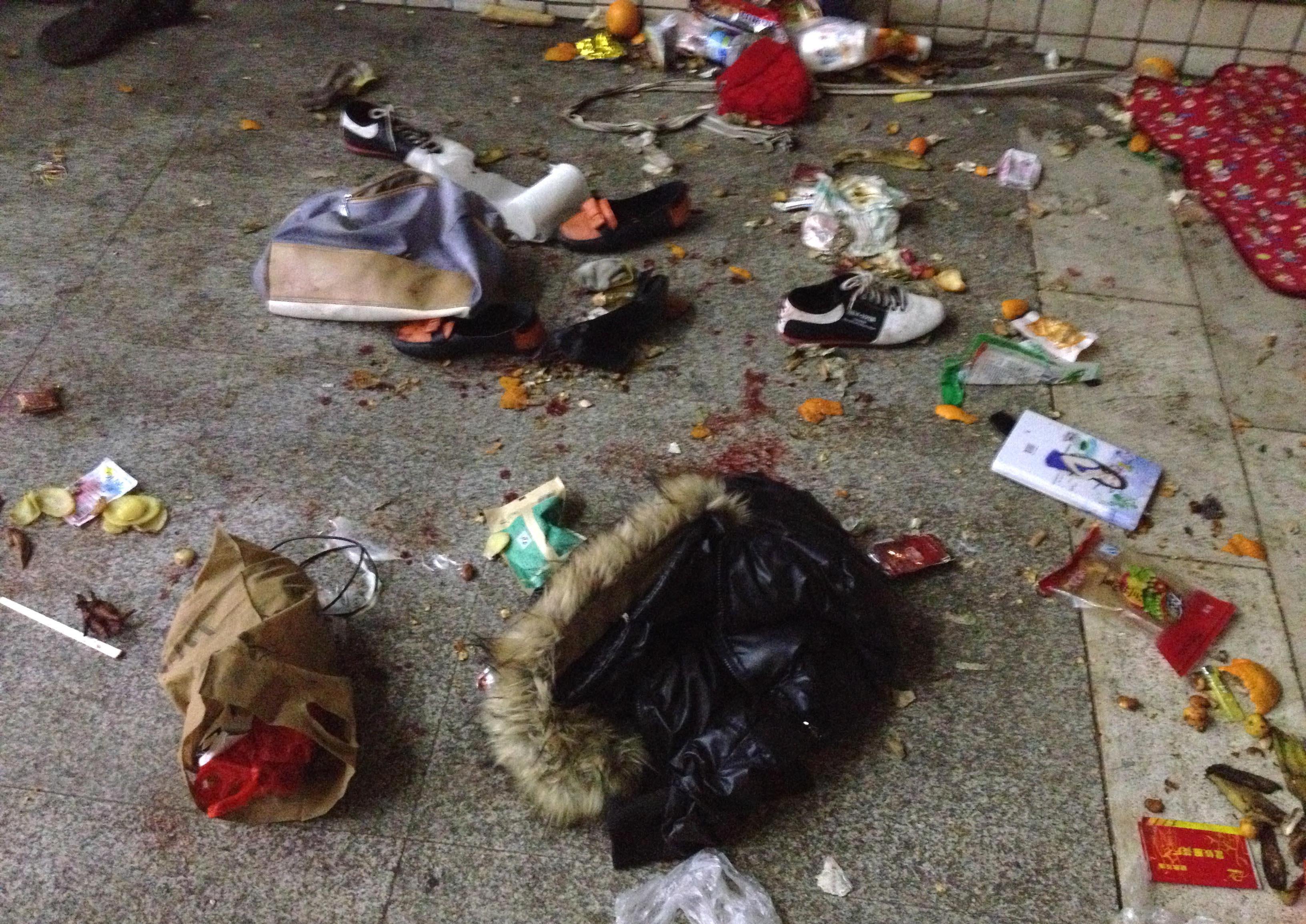 昆明火车站新疆人砍_昆明恐袭事件已致29死 130多伤|昆明_凤凰资讯