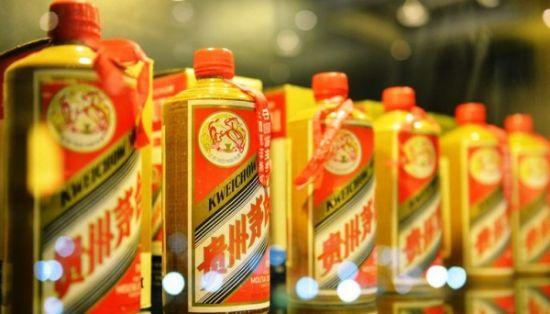"""""""Maotai""""(茅臺)。2012年12月29日晚,浙江省杭州市,在杭州舉行的中國陳年名白酒專場拍賣會上,1983年飛天牌黃釉貴州茅臺酒在杭州以78萬元高價成交。"""