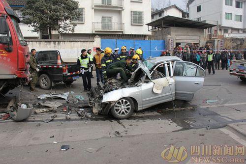 车祸死亡_原标题:广元昭化大货车与小轿车迎面相撞 两人当场死亡 惨烈的车祸