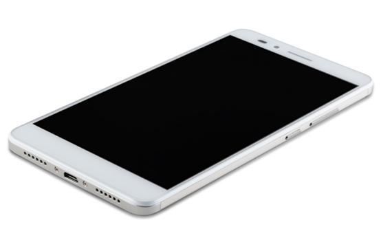 榮耀暢玩5X 關于屏幕, 榮耀暢玩5X 配了一塊5.5英寸GFF全貼合1080P屏,像素密度是403ppi,畫質細膩。采用陽光屏技術,可動態調節對比度,不但節能環保還增強陽光下的顯示效果。不過最令我感動的,還是榮耀暢玩5X 出廠就送原裝高透膜。上手即用,給用戶一種國際大廠的人性化關懷體驗。
