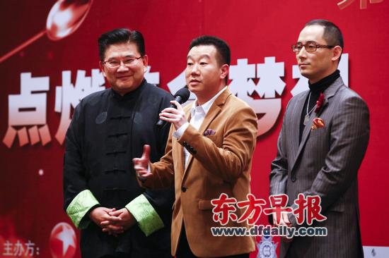 曹�NiY�[���h^[�_曹可凡(左)调侃评委新三人组为\
