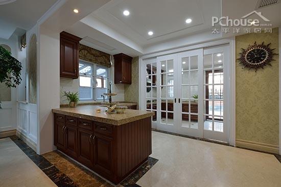設計重點:中西結合 編輯點評:廚房空間很大