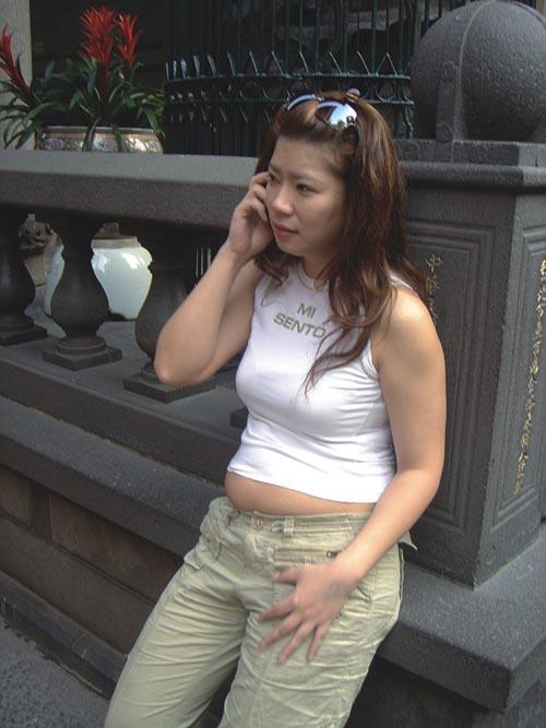 年轻女孩的屄_组图:72公斤大肥妹变身性感女神(一)