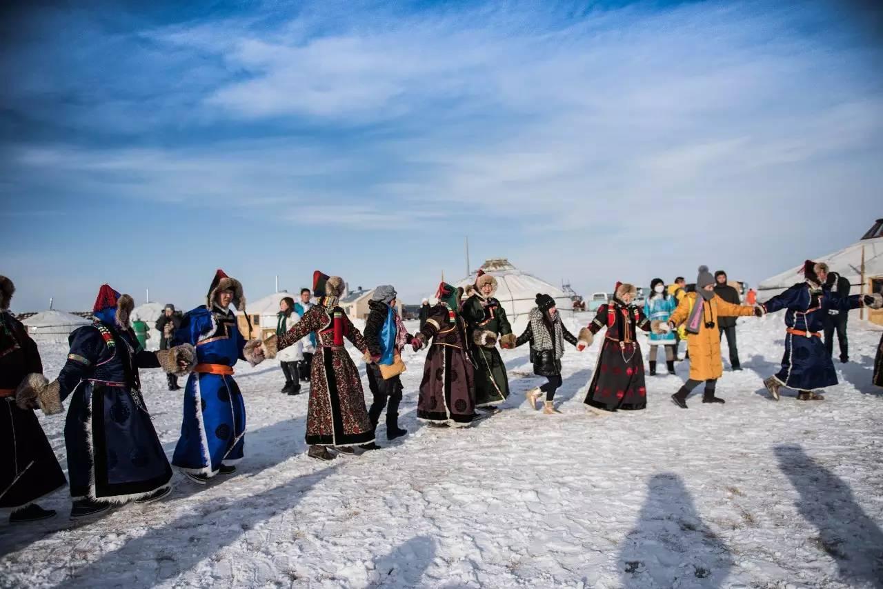 冬天长裙搭配_你应该在冬天去次内蒙古 感受最纯净的天路之旅|内蒙古|撮罗子 ...