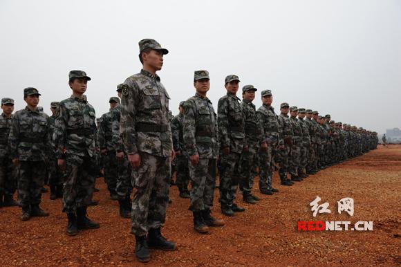 张永大_湖南省军区司令员张永大到场观摩.