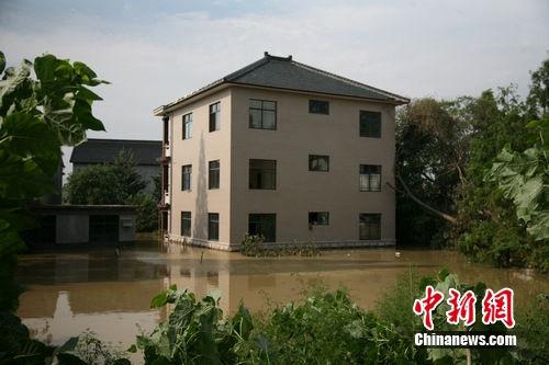 浙江長興強降雨現特大汛情 一個村莊被淹